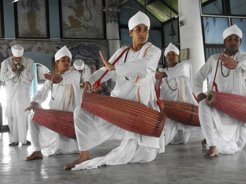 Performance dans un Satra, Île Majuli